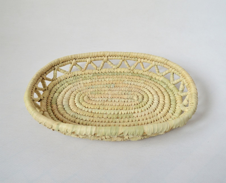 Neutral color African basket Bread basket Oval woven tray Moroccan palm plate