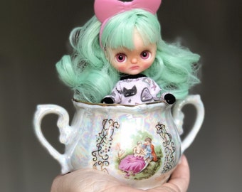 Pea, OOAK fake/ Factory custom Petite Blythe doll