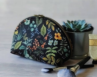 Cosmetic Pouch in Herb Garden Linen Canvas, Handmade in Canada, Zipper Top Purse, Project Pouch, Makeup Bag, Everything and Anything Bag