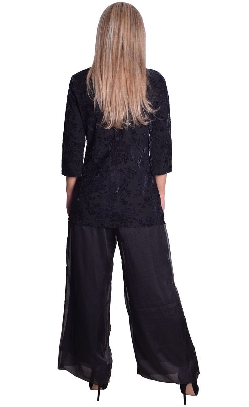 Elegant Black Tunic With Floral Velvet Pattern Stretchy 34 Sleeve For Theatre Concert Or Funeral