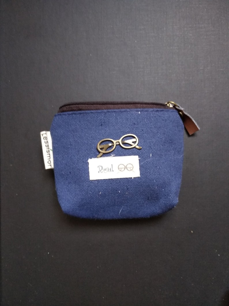 small coin purse with small pattern bezel