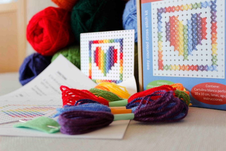 00fd351d8dd20 Easy cross stitch kit - 3 models in a box - Crafts for kids or elderly  people