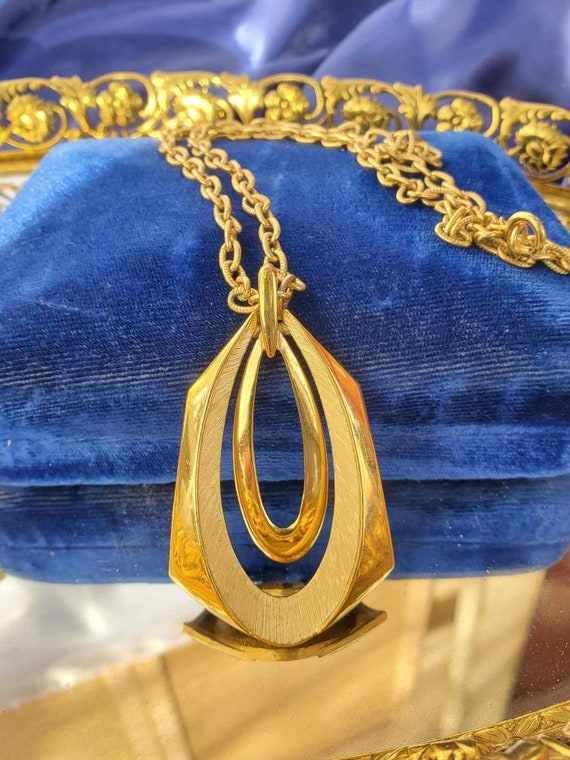 Vintage Teardrop Crown Trifari Pendant Necklace Si