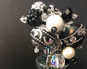New Years bottle stopper, decorative hostess gift, stocking stuffer, black and white party decor, beaded wine topper, Ready to ship