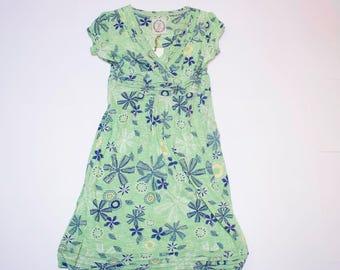 Green short sleeve v-neck dress