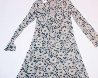 Floral patterned Long sleeve v-neck dress