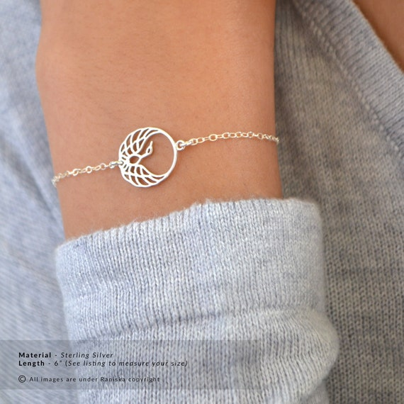 Travel jewelry gifts Delicate adjustable globe bracelet Dainty silver bracelets for women with world map charm Going away gift for her