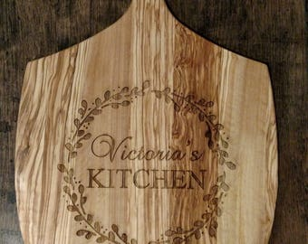 Engraved Pizza Board, Personalized Wreath