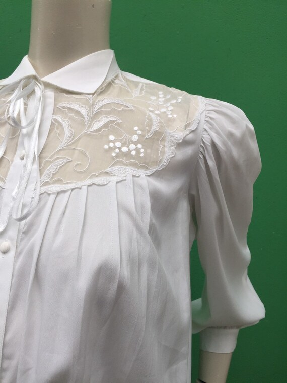 LACE EMBROIDERED BLOUSE White vintage puffed sleev