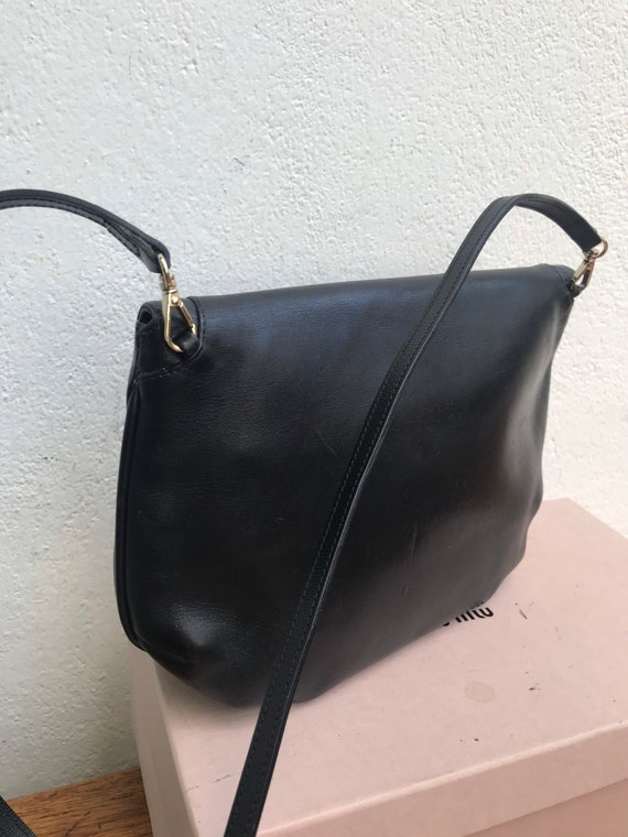 70s VINTAGE GUCCI PURSE | 70s Gucci leather shoul… - image 6