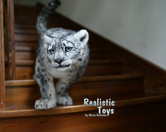 Snow leopard Realistic toy faux taxidermy  Reproduction Leopard Realistic lifelike poseable toy Stuffed Animal