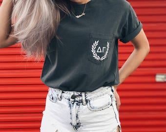 Delta Gamma Comfort Colors Laurel ΔΓ Unisex Pocket T-shirt