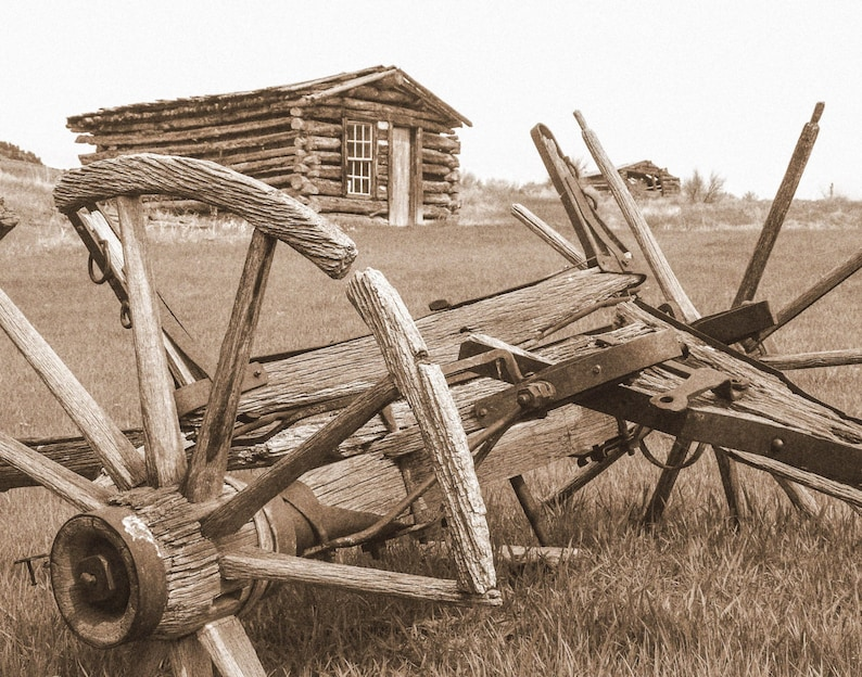 Landscape Photography, Wagon Wheel Photo, Rustic Wagon Wheel Print, Old  West Photo, Living Room Wall Art, Home Wall Decor, Office Wall Art