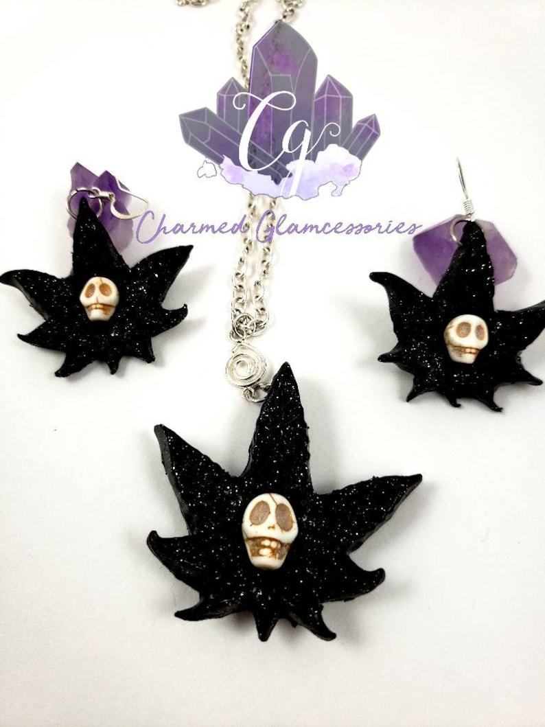 Cannababies Earring and necklace set.
