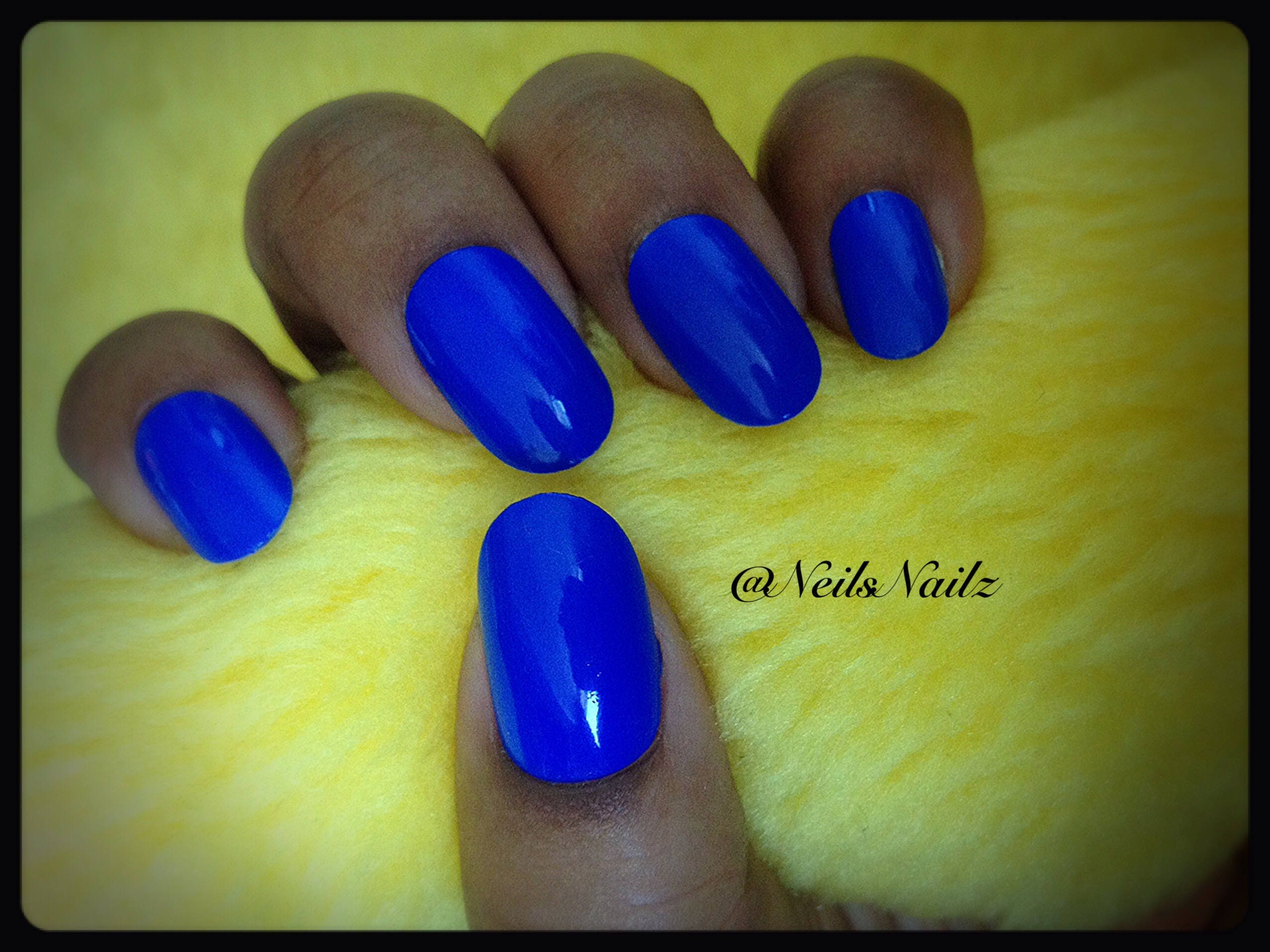 Uñas azul real, azul cobalto prensa en uñas, uñas ovaladas medianas ...