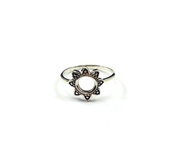 Thin SILVER Minimalist Cutout Floral Daisy Lotus Mandala Ring Boho Stackable Band Bohemian Chic Jewelry Size 7