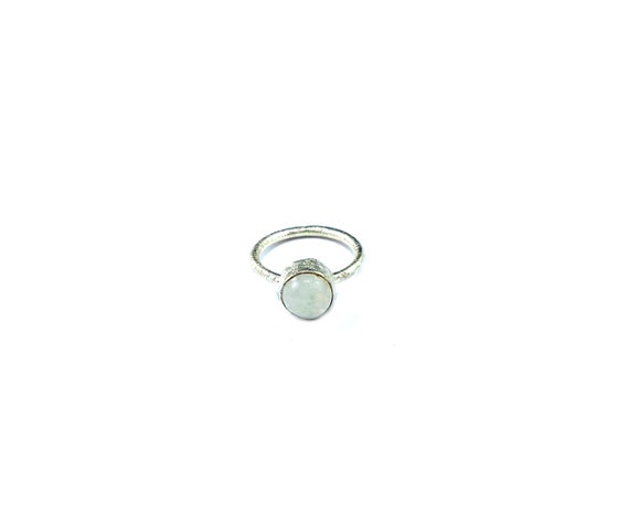 Simple Sterling SILVER Magical Mystical Healing MOONSTONE Ring Etched Band Magickal Size 5.5