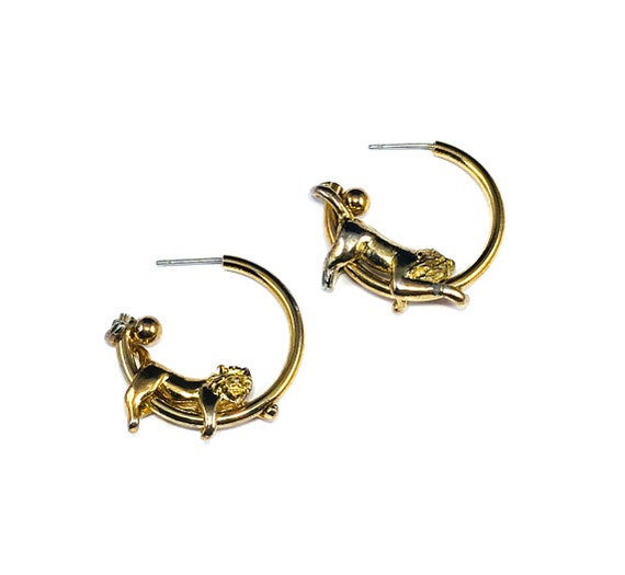 Vintage GOLD Tone Reclining Lion Big Cat Novelty Brass Metal Hoops Earrings Jewelry 80's 90's Design Cool