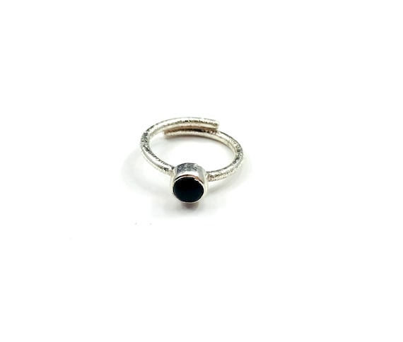 ARTISAN Hammered Silver ONYX Wrap Around Black Minimalist Boho Bohemian Stackable Ring Adjustable Size 5 6 7 8