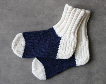 Navy blue baby socks / white