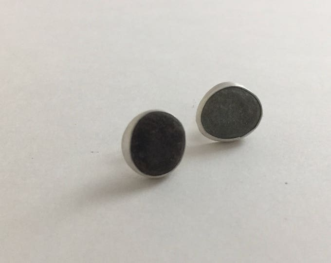Beachstone stud earrings (post)
