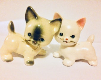 Vintage cat figurines - vintage ceramic cat ornaments - pair of cats 1950s - cat lover gifts - kitsch cats - cat figures - cat gifts