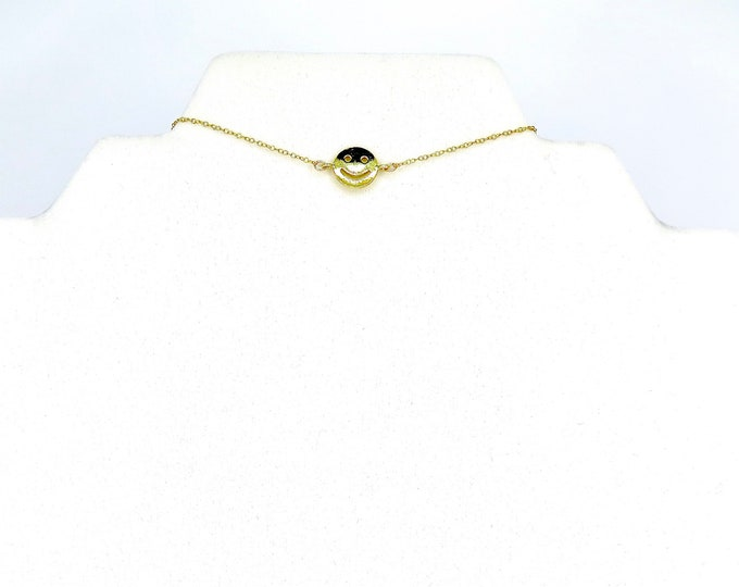"The ""Happy face"" choker"