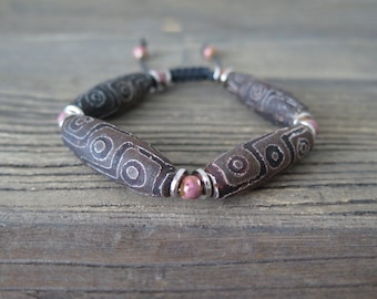 "7"" Antiqued Tibetan Agate Shambahla bracelet accented with vintage findings."
