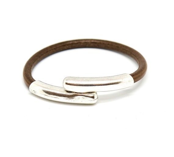 """7 1/2"""" leather and silver plated bracelet"""