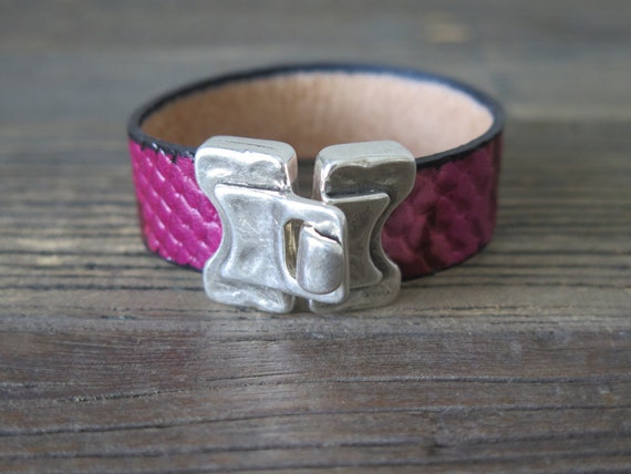 "Hand made 7 1/2"" 20mm snake embossed leather cuff with Silver plated buckle"
