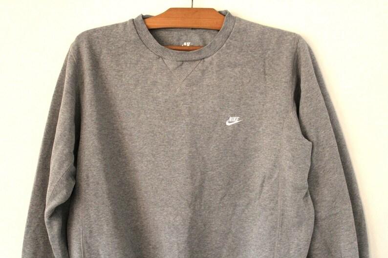 Vintage Nike sweatshirt jumper top. Retro 90s sportswear