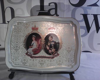 Vintage Queen Elizabeth & Prince Phillip Silver Jubilee Commemorative Large Tin Tray   FREE SHIPPING