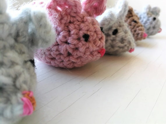 Crochet Mouse Toys for Cat - Free Patterns - DIY 4 EVER | 428x570