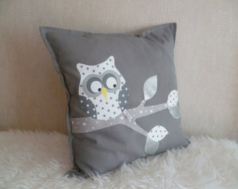 Maxi square cushion OWL on a gray/white/silver branch