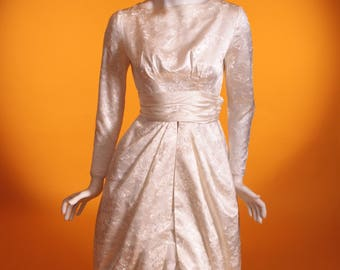 Abito da sposa di vintage 1950. Raso floreale ricamato avorio con gonna a  tulipano. Made in France. UK 6 US 2. 4192cf4b794