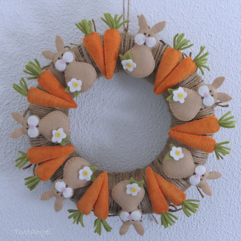 Carrot Club Wreath  PDF pattern  instant download image 0