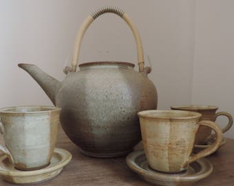 Pottery - Teapot with cups and saucers - Quebec - Canada