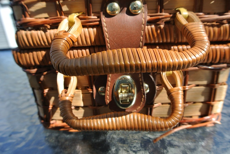 Picnic basket Beige and Brown checkered wicker kid Vintage
