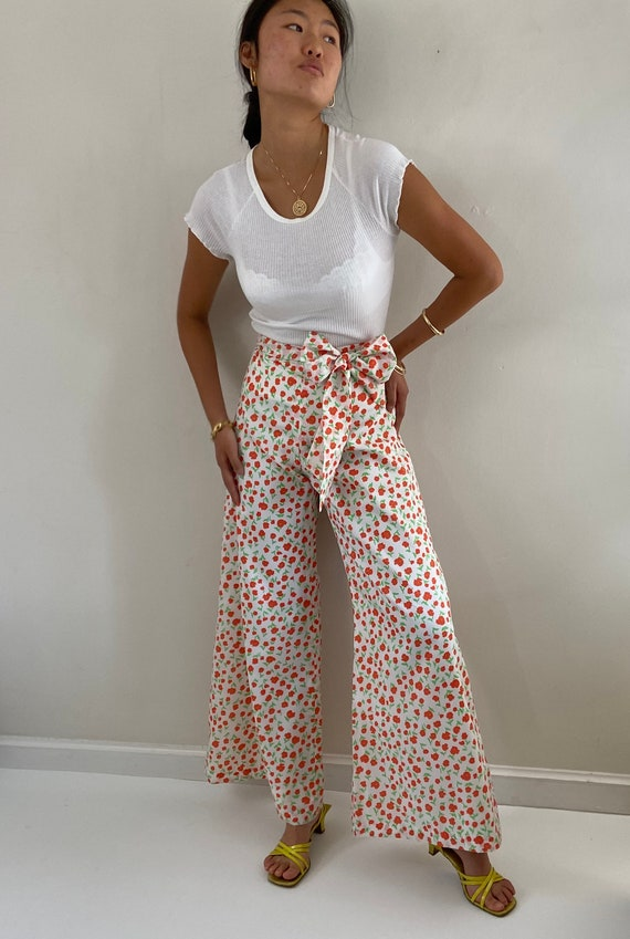 70s palazzo pants / vintage poppy floral silky cr… - image 1