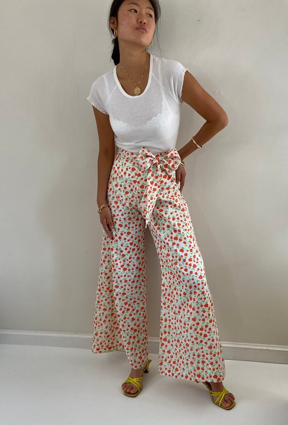 70s palazzo pants / vintage poppy floral silky cr… - image 7