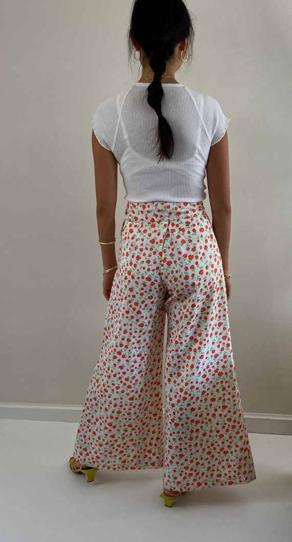 70s palazzo pants / vintage poppy floral silky cr… - image 8