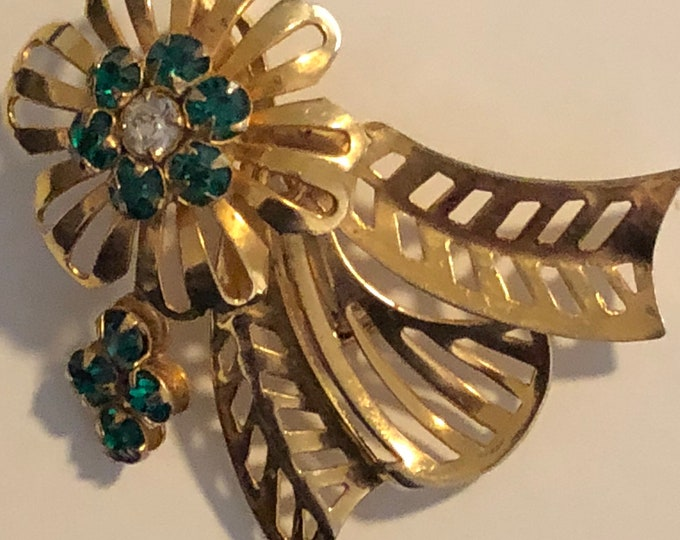 Vintage gold plated flower brooch