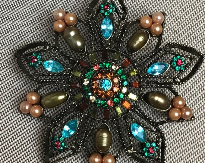 Large rhinestones and pearl star shaped brooch