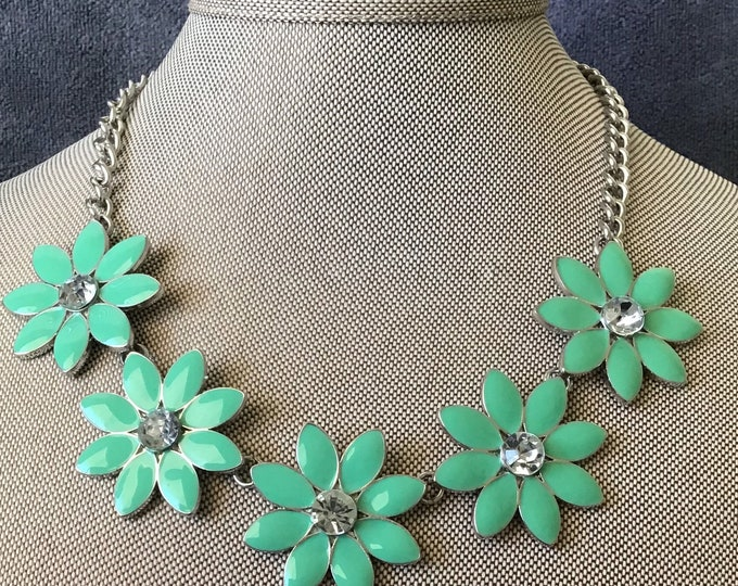 Vintage Enameled daisy necklace