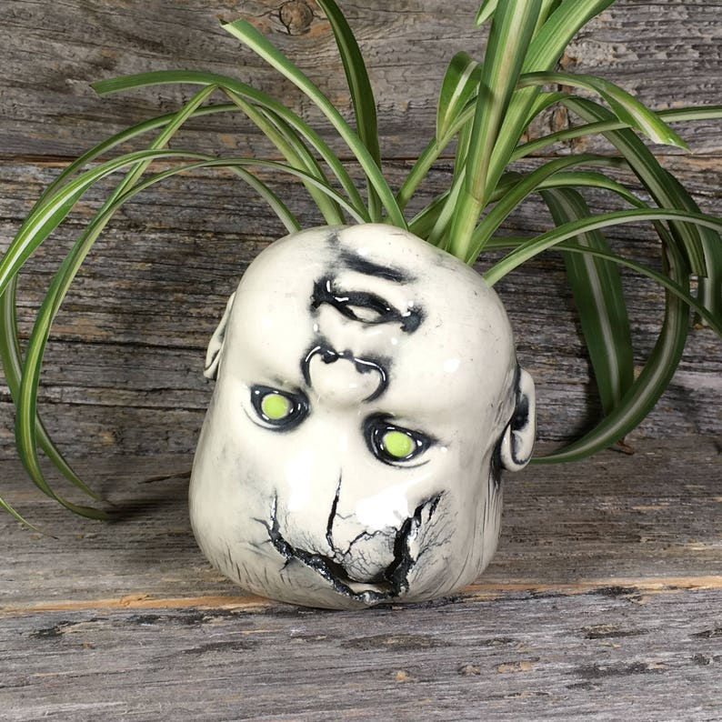Oopsie Daisy Baby Planter Zombie green
