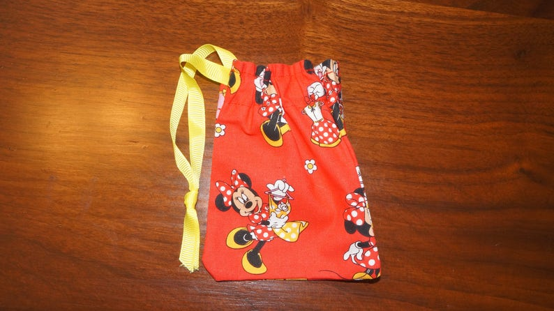 iheartpinbags.com Minnie Mouse Fashionista Disney Inspired Drawstring Goody Party Gift Treat Fish Extender Headphone Accessory Pin Bag