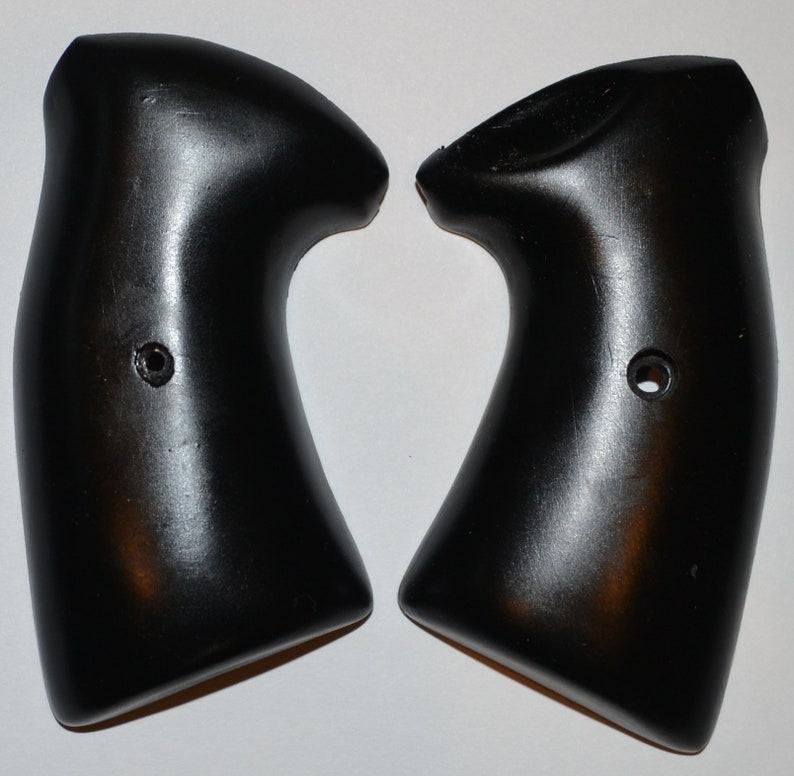 Charter Arms Bulldog pistol grips black plastic with screw