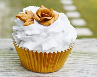 One gold rose cupcake (fake)