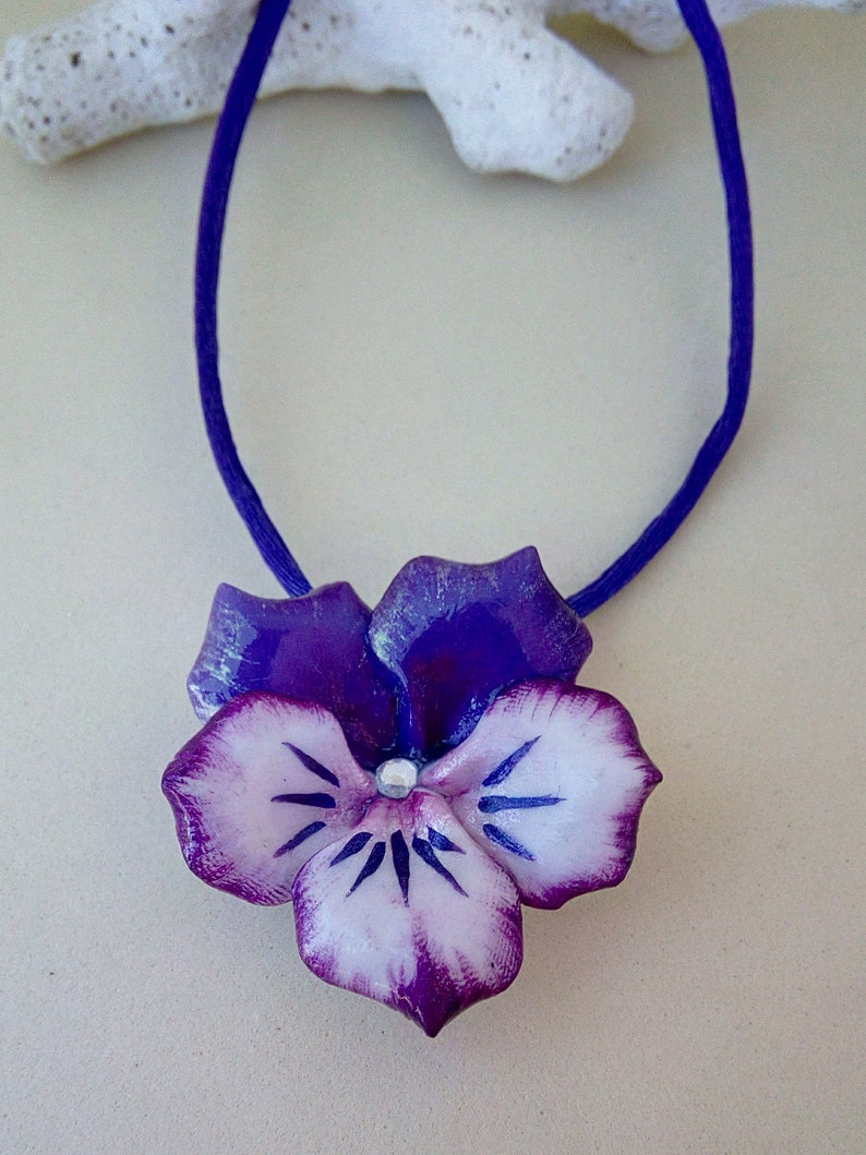 with central rhinestone Necklace with pansy pendant made of cold porcelain