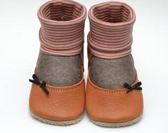 Leather/felt crawling shoes